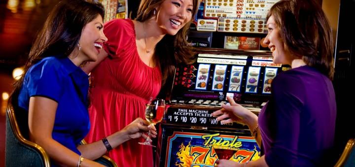 women-at-slots